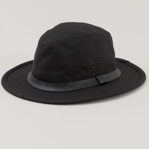 FILSON black tin cloth packer hat with chin strap